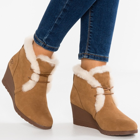66c4a7be3d2 Ugg Jeovana Boot NWT